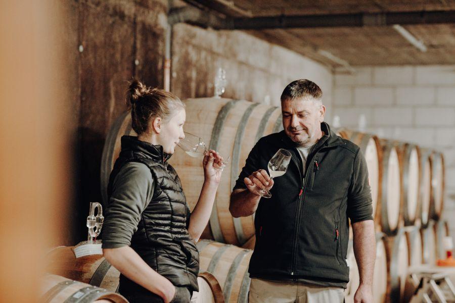 Jörg und Martina im Weinkeller